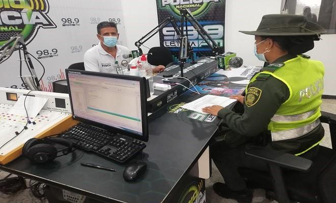 DIFUNDIMOS TEMAS CONTRA LA DEFORESTACIÓN AMAZÓNICA EN LA RADIO POLICÍA LETICIA 98.9 FM