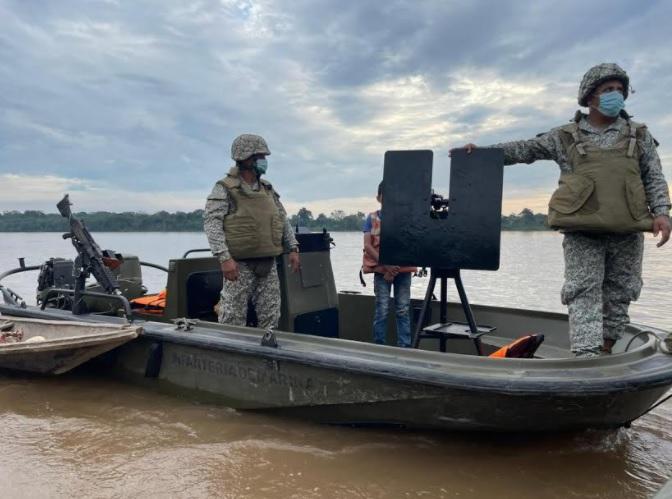 Armada de Colombia rescata embarcación artesanal en el río Putumayo