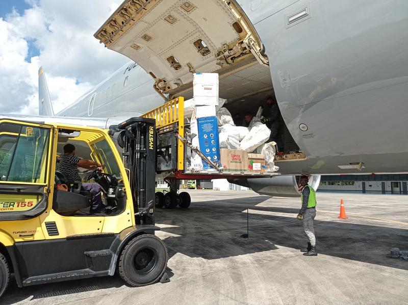 4.7 toneladas de material pos consumo fueron transportados por su Fuerza Aérea
