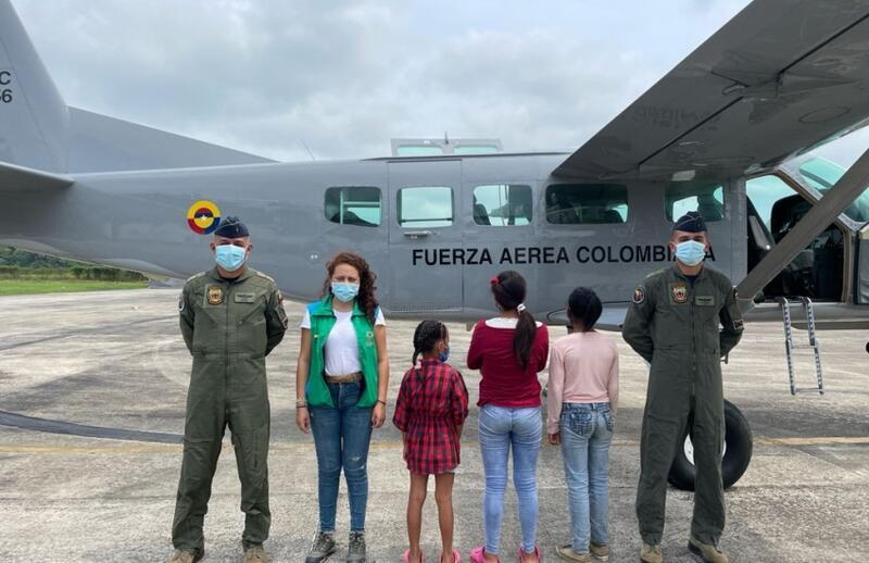 El ICBF gracias al apoyo de la FAC, inicia labores tendientes al restablecimiento de los derechos de tres menores en el Amazonas