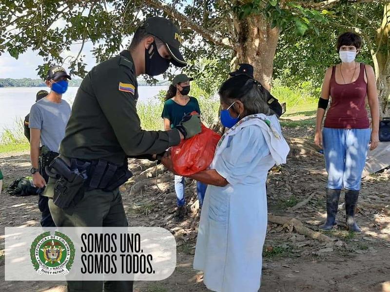 POLICÍA NACIONAL SE SOLIDARIZA CON LAS COMUNIDADES INDÍGENAS DEL VECINO PAÍS EN PERÚ