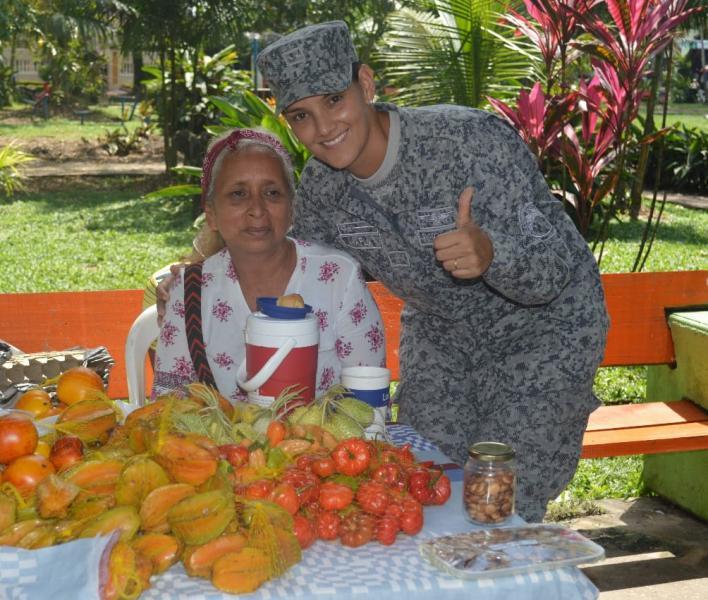 Feria campesina en el Amazonas es apoyada por la Fuerza Aérea Colombiana