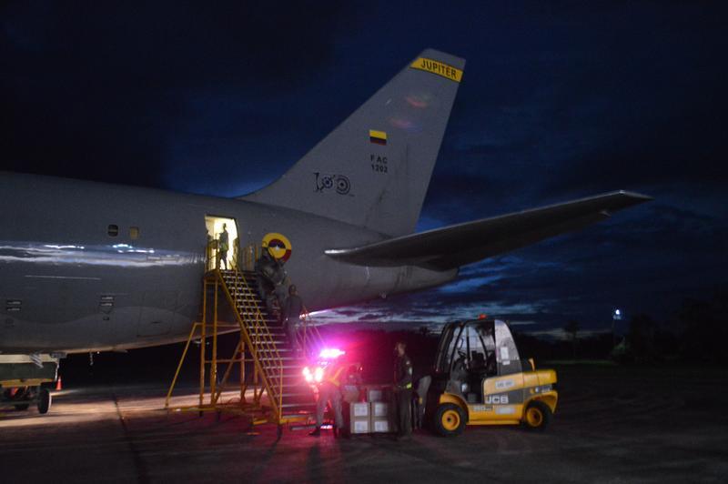 Su Fuerza Aérea transporta canastas nutricionales y refuerzos médicos hacia el Amazonas en apoyo a la lucha contra el Covid-19