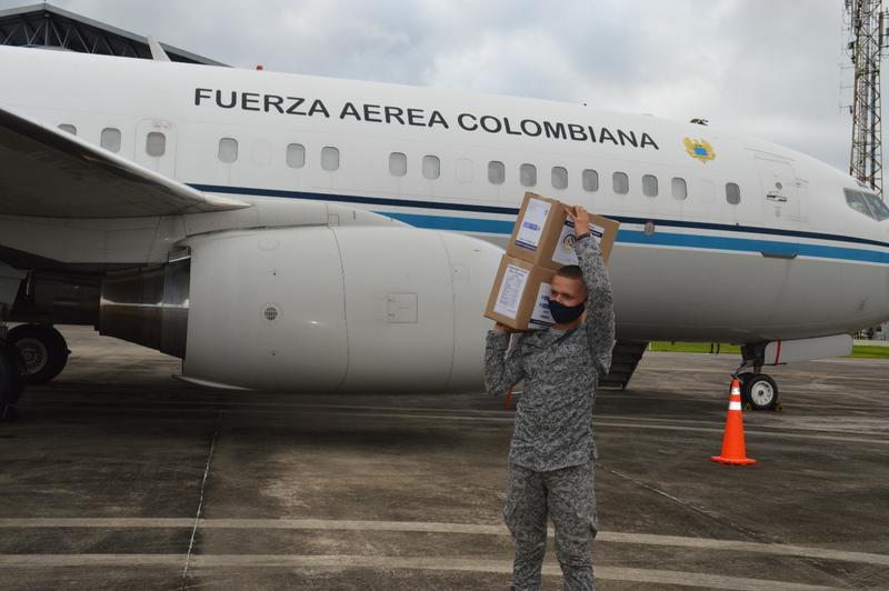 Avión presidencial FAC 0001 transporta ayuda humanitaria hacia el Amazonas