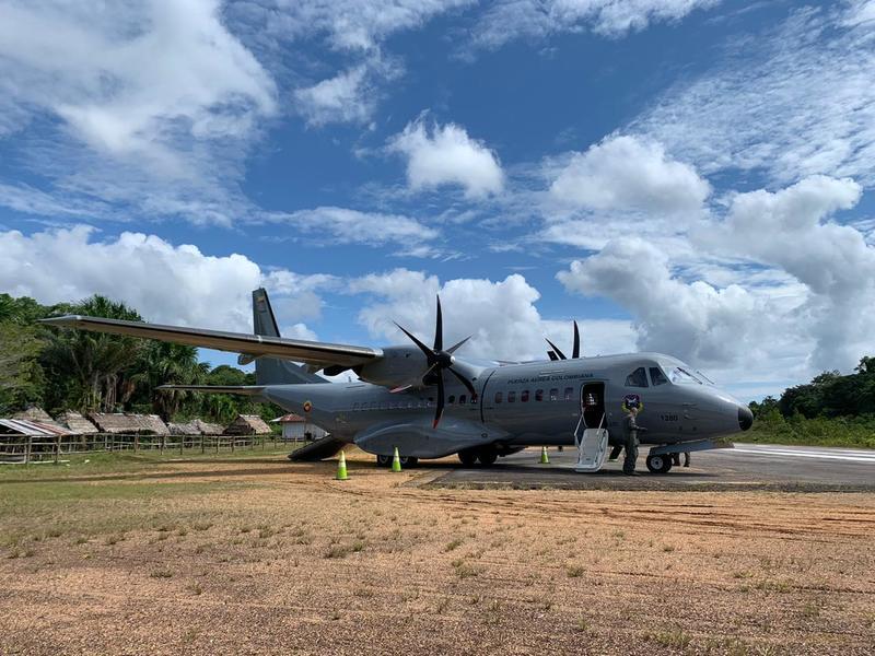 Comunidades indígenas de Chorrera, Pedrera y Mirití Paraná recibieron canastas nutricionales transportadas por su Fuerza Aérea