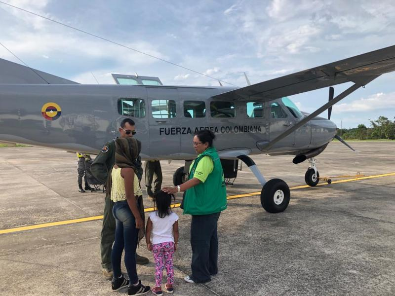 Dos menores en estado de vulnerabilidad fueron transportadas por la Fuerza Aérea Colombiana en el Amazonas