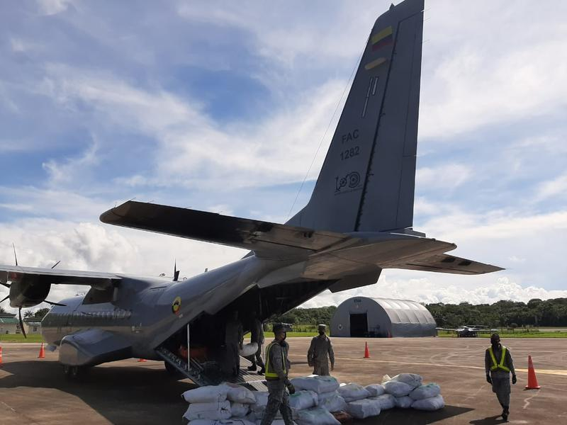 Cinco toneladas de alimentos fueron transportados por su Fuerza Aérea hasta Tarapacá en el Amazonas