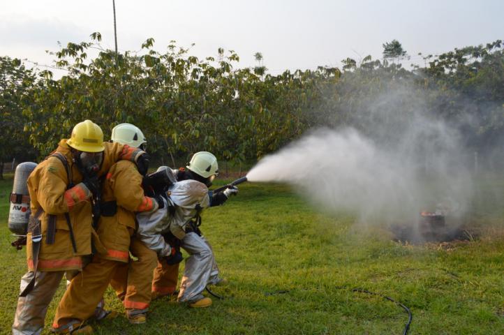 Grupo Aéreo del Amazonas capacita a soldados bomberos