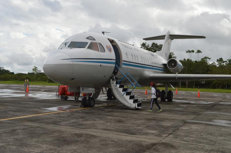 Estudiantes indígenas fueron transportados por su Fuerza Aérea desde Leticia hacia Mitú