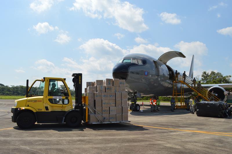 Más de 24 toneladas de ayudas humanitarias fueron transportadas por su Fuerza Aérea Colombiana a la Amazonía