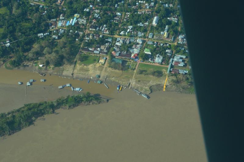Su Fuerza Aérea realiza sobrevuelos por el Río Amazonas para reconocimiento de daño geológico