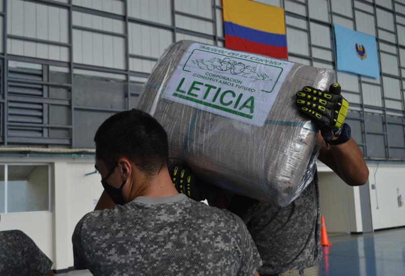 Más de 22 toneladas de alimentos que beneficiaran a niños y niñas del Amazonas fueron transportados por su Fuerza Aérea