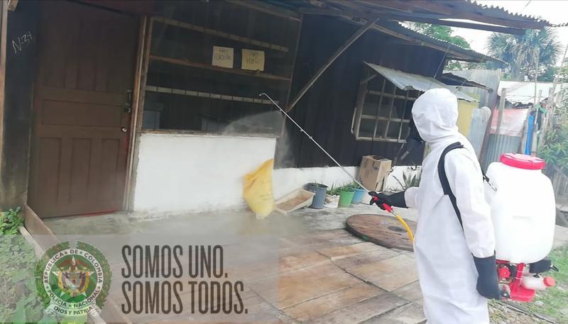 CON FUMIGACIÓN A VIVIENDAS POLICÍA EN EL AMAZONAS INTENSIFICA OFENSIVA CONTRA COVID19