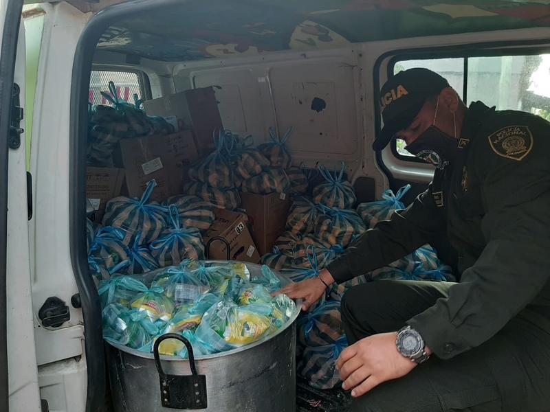 POLICÍA ENTREGA MERCADOS A LOS HOGARES MÁS NECESITADOS EN LETICIA Y COMUNIDADES INDÍGENAS