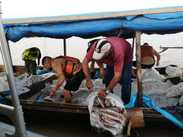 POLICÍA Y ARMADA NACIONAL REALIZAN OPERATIVOS DE CONTROL Y VIGILANCIA EN EL RÍO AMAZONAS