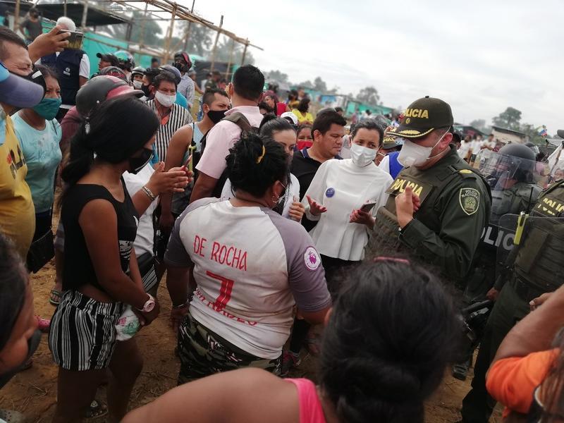 ESMAD INTERVINO PARA DESALOJAR FAMILIAS QUE INVADIERON LOTE DE LA ALCALDÍA Y LA SAE