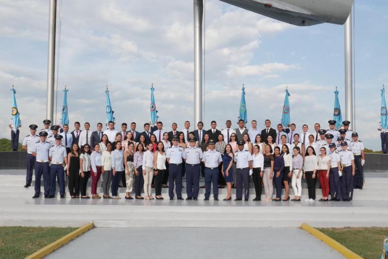 55 profesionales aspiran a ser Oficiales del Cuerpo Administrativo de la Fuerza Aérea Colombiana