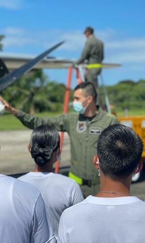 Con actividad recreativa jóvenes de Leticia conocieron la misión de su Fuerza Aérea