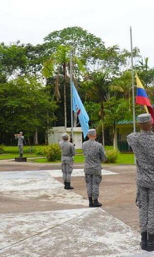 Sentido homenaje que honra la memoria de los valientes que ofrendaron sus vidas por la seguridad de un país