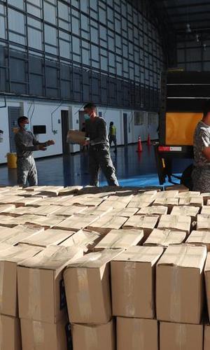 Una vez más, ayudas humanitarias fueron transportadas hasta Leticia, Amazonas por su Fuerza Aérea