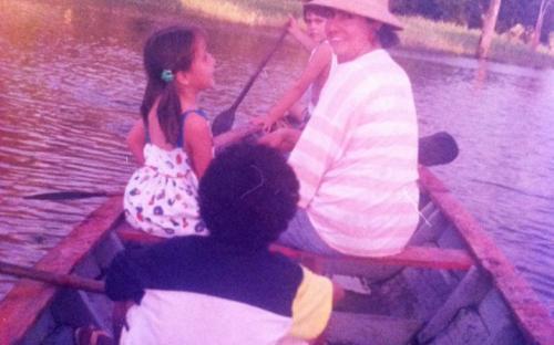 Personas en una canoa