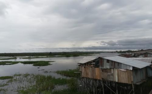 Casa a orillas del rio Amazonas