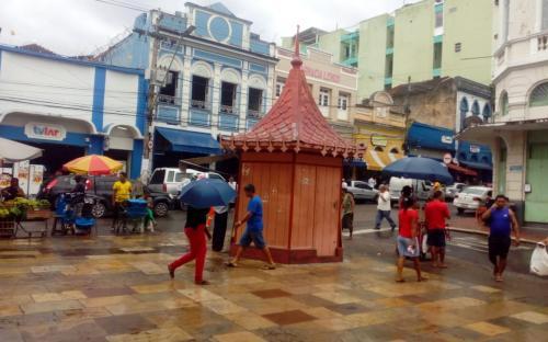 Lojas pelas ruas de Manaus