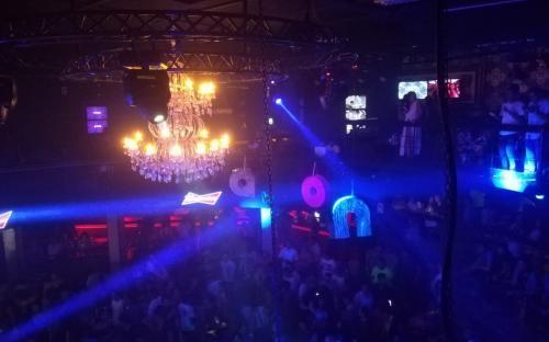 Discoteca de noche en Peru