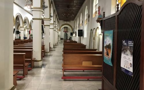 Pasillo de la iglesia en Leticia