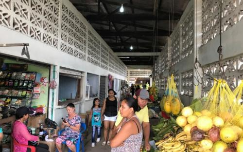 Barraca de comida na praça do mercado