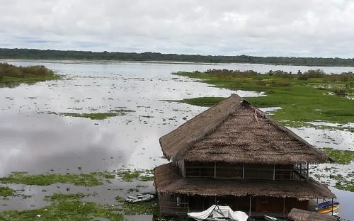 Cabaña a orillas del rio Amazonas