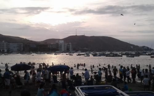 Personas en Balneario en Lima