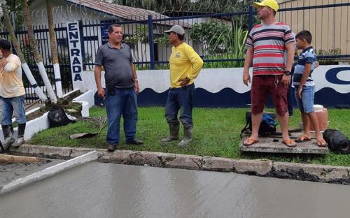 Prefeito Saul Nunes Bemerguy com pessoas