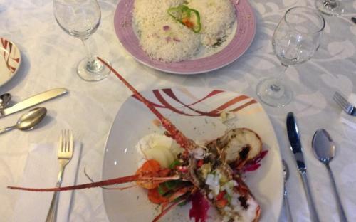 Plato con cangrejo cocinado