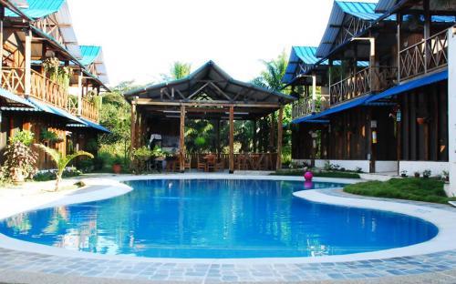 Piscina del Hotel Utuane
