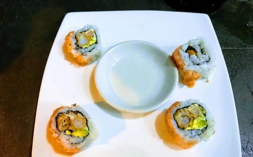 Sushi en un plato