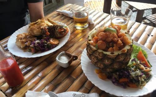 Platos de un restaurante de Cuba