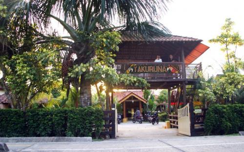 Entrada del hotel Yucuruna