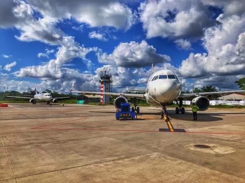Aeronaves en pista de aterrizaje en el Municipio de Leticia