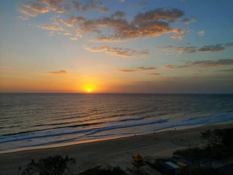 Vista del mar en amanecer en Gold Coast