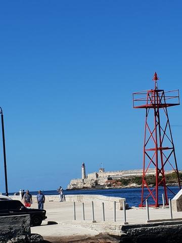 Torre a orilla del mar