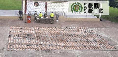 CERCA DE 1 TONELADA DE MARIHUANA Y MATERIAL DE GUERRA FUERON INCAUTADOS EN ALLANAMIENTO EN UNA COMUNIDAD INDÍGENA