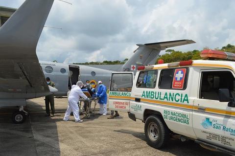Avión ambulancia de su Fuerza Aérea realiza transporte a paciente en delicado estado de salud en el Amazonas