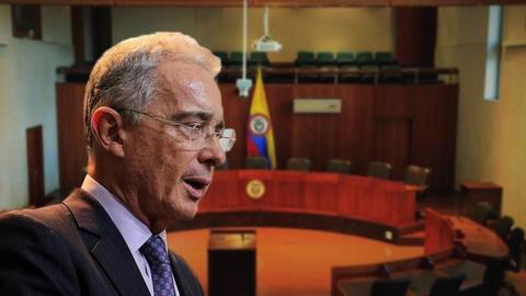 Álvaro Uribe privado de la libertad por presunta manipulación de testigos