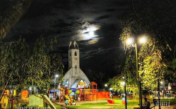 Foto de la iglesia en parque Santander