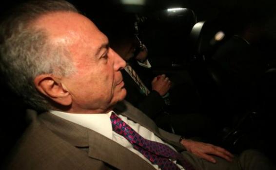 O ex-presidente Miche m uma van