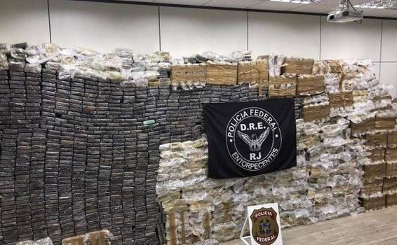 image for PF apreende mais de 2 toneladas de cocaína