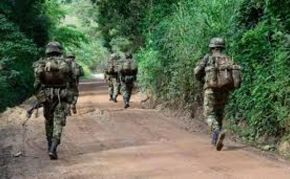 image for Ordena 42 cambios en comandancias y jefaturas del Ejército