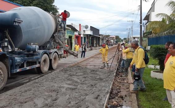 Rua Tiradentes trabalhos de Pavimentacao