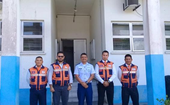 Quatro militaristas em uma foto para um jornal